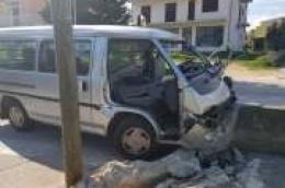 Sudar autobusa i mini kombija na Tribunjskoj cesti: Dvoje ozljeđenih