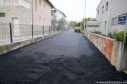 I u ovoj godini nastavlja se asfaltiranje nerazvrstanih cesta na području Grada Vodica: Posjetili smo gradilišta i evo kako izgleda situacija na terenu