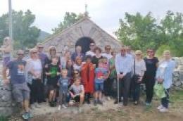 Blagoslov kapelice Presvetoga Trojstva u vodičkom polju u Rakitnici